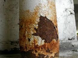 Come riparare un tubo arrugginito?